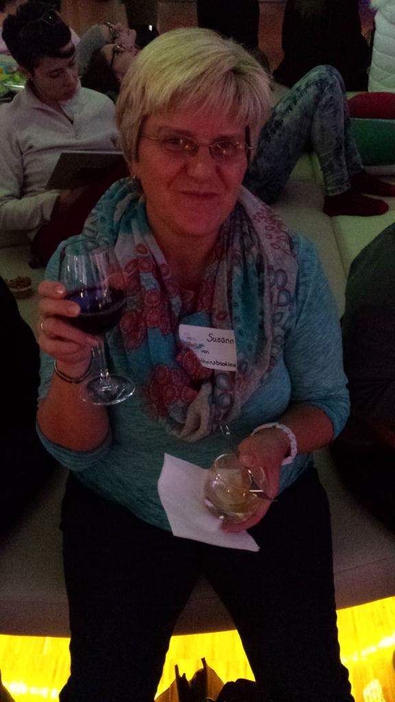 Gemütlich Wein trinken im Indonesien Pavillon